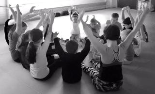 Kids yoga circle (2)
